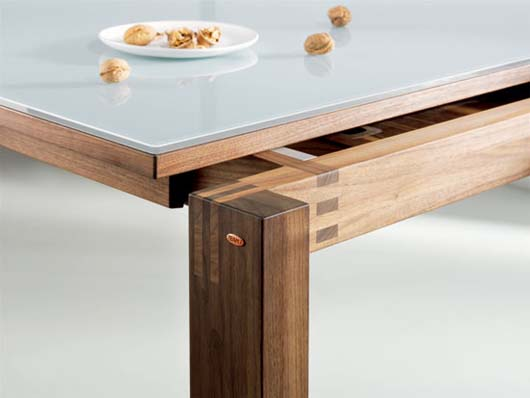 Table design with modern lines by martin ballendat for Table moderne design