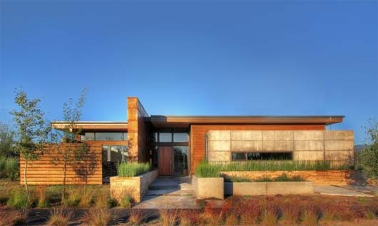Garren Residence by PIQUE 1 House in high desert prairie site   Garren Residence by PIQUE