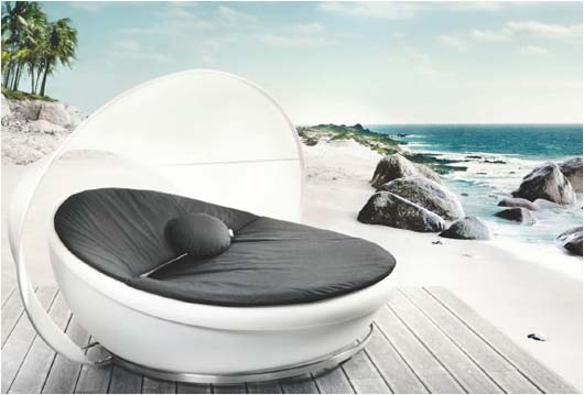 Outdoor Daybed With Protective Cover